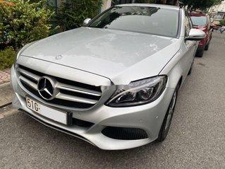 Cần bán Mercedes C200 đời 2016, màu bạc xe gia đình