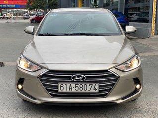 Cần bán lại xe Hyundai Elantra sản xuất 2018, màu vàng số tự động, 578 triệu