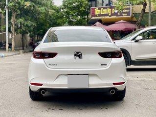 Cần bán gấp Mazda 3 năm sản xuất 2020, màu trắng, 676tr