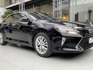Bán xe Toyota Camry 2.0E 2018, màu đen cực chất