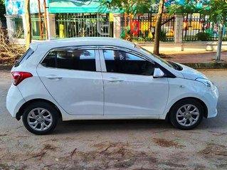 Cần bán Hyundai Grand i10 sản xuất năm 2018, màu trắng, số sàn
