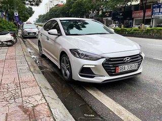 Bán xe Hyundai Elantra năm sản xuất 2018, màu trắng, 625tr