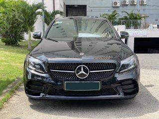 Siêu Lướt Mercedes C300 AMG 2019 màu đen mới lăn bánh 9000km, mới như xe dắt từ hãng ra, cam đoan không có chiếc thứ 2