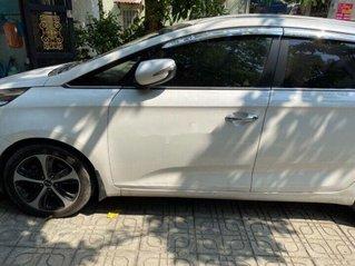 Bán xe Kia Rondo đời 2016, màu trắng số tự động, máy dầu