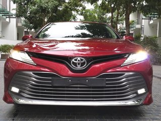 Toyota Camry 2.5Q 2019 màu đỏ
