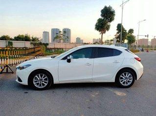 Cần bán gấp Mazda 3 năm sản xuất 2016, màu trắng