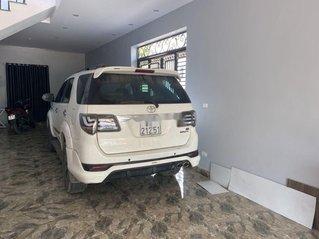 Bán xe Toyota Fortuner sản xuất năm 2015, màu trắng, nhập khẩu số tự động
