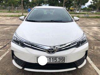 Cần bán lại xe Toyota Corolla Altis sản xuất năm 2017, màu trắng, số tự động, 555tr