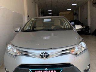 Cần bán xe Toyota Vios sản xuất 2015, màu bạc số sàn, 318tr