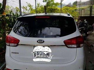 Gia đình bán Kia Rondo năm 2016, màu trắng, xe nhập