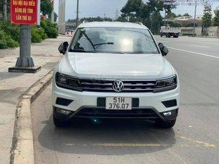 Cần bán lại với giá ưu đãi nhất chiếc Volkswagen Tiguan sản xuất 2020, xe mới chạy