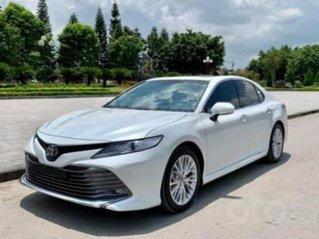 Cần bán xe Toyota Camry đời 2020, màu trắng, giá tốt