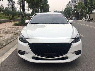 Bán Mazda 3 sản xuất 2019, màu trắng hatchback, xe gia đình, giá chỉ 645 triệu đồng
