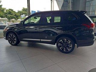 Cần bán xe Mitsubishi Outlander đời 2020, màu đen, giá 825tr