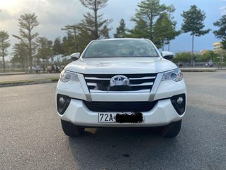 Bán xe Toyota Fortuner đời 2019, màu trắng số sàn