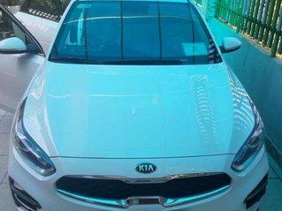Gia đình bán lại xe Kia Cerato đời 2019, màu trắng, nhập khẩu