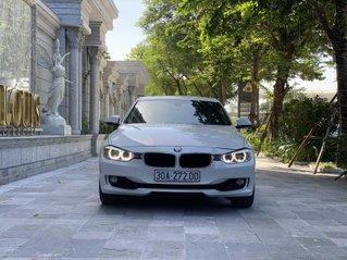 Bán BMW 320i 2014 trắng kem 26000km siêu mới