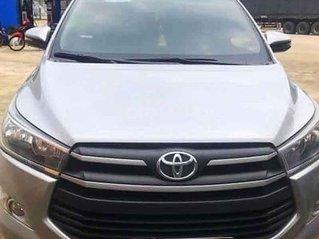 Cần bán gấp Toyota Innova năm sản xuất 2018, màu bạc số sàn