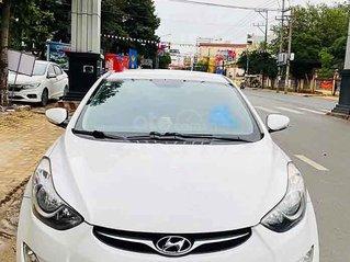 Bán xe Hyundai Avante sản xuất năm 2010, màu trắng, xe nhập