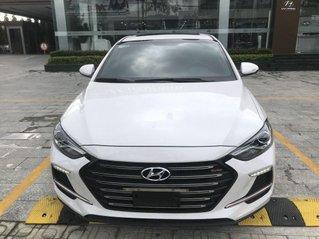 Bán Hyundai Elantra năm 2018, màu trắng số sàn