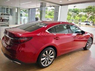 Cần bán gấp với giá ưu đãi nhất chiếc Mazda 6 Premium 2.0 sản xuất năm 2020, giao nhanh