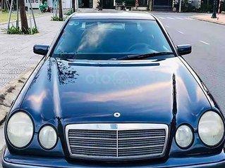 Cần bán xe Mercedes E class đời 1998, màu đen, xe nhập còn mới giá cạnh tranh