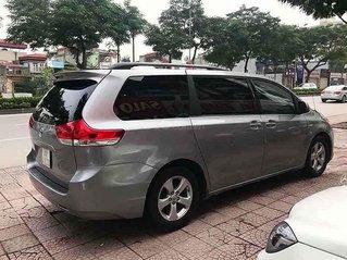 Cần bán Toyota Sienna sản xuất 2010, màu xanh lam, nhập khẩu nguyên chiếc còn mới