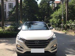 Bán xe Hyundai Tucson sản xuất 2018, màu trắng, số tự động, xe đẹp như mới