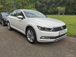 Passat Bluemotion trắng, Sedan 5 chỗ nhập khẩu 100% Đức, khuyến mãi 120% trước bạ, đăng kí lái thử tận nhà