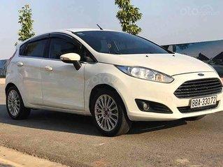 Cần bán xe Ford Fiesta năm sản xuất 2015, màu trắng còn mới