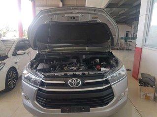 Bán nhanh chiếc Toyota Innova MT năm sản xuất 2017, giá tốt