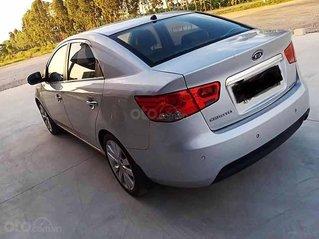 Cần bán xe Kia Cerato năm 2010, màu bạc, nhập khẩu