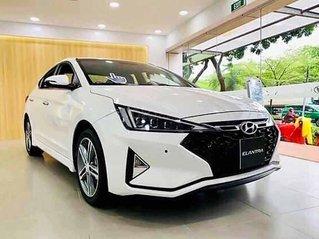 Cần bán xe Hyundai Elantra năm sản xuất 2020, màu trắng, giá tốt