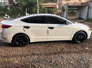 Bán ô tô Hyundai Elantra đời 2018, màu trắng