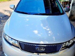 Cần bán gấp Kia Forte năm 2010, màu trắng còn mới