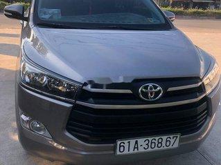 Gia đình bán xe Toyota Innova đời 2017, màu xám