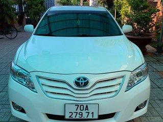 Cần bán lại xe Toyota Camry đời 2010, màu trắng, xe nhập, giá tốt