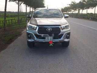 Bán Toyota Hilux 2018, màu bạc, nhập khẩu