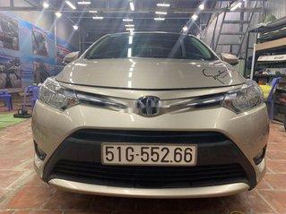 Cần bán xe Toyota Vios năm 2017, màu vàng số sàn, 388tr