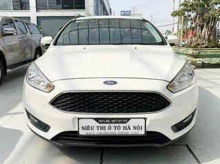 Bán xe Ford Forcus Hatchback 1.5 màu trắng, siêu lướt, mới đi 33.000km, có trả góp
