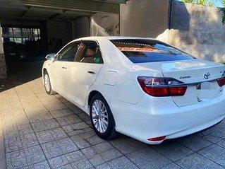 Bán Toyota Camry năm sản xuất 2017, màu trắng như mới
