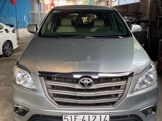 Gia đình bán lại xe Toyota Innova sản xuất 2015, màu bạc