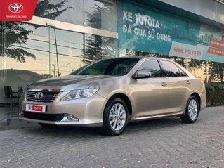 Cần bán xe Toyota Camry sản xuất năm 2012, màu vàng còn mới