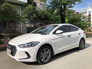 Cần bán Hyundai Elantra sản xuất năm 2018, màu trắng, giá tốt