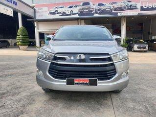Cần bán xe Toyota Innova đời 2018, màu bạc