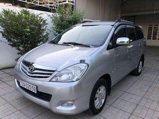 Cần bán lại xe Toyota Innova 2011, màu bạc