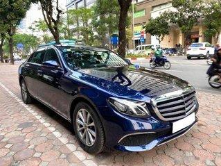 Cần bán xe Mercedes E200 năm sản xuất 2019, màu xanh lam