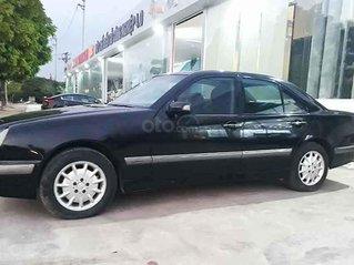 Bán Mercedes E240 năm sản xuất 2000, màu đen số tự động