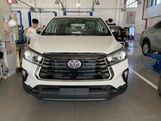 Toyota Innova Ventuner 2.0 màu trắng ngọc khuyến mãi lớn - mua trả góp với 250tr