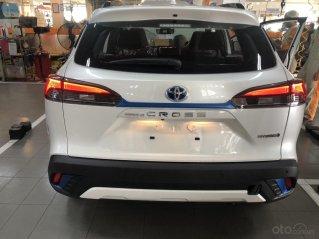 Toyota Corolla Cross 1.8 Hybrid, màu trắng ngọc trai, giao ngay